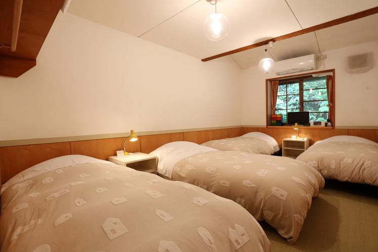 4名部屋  4台ベッド ソファなし