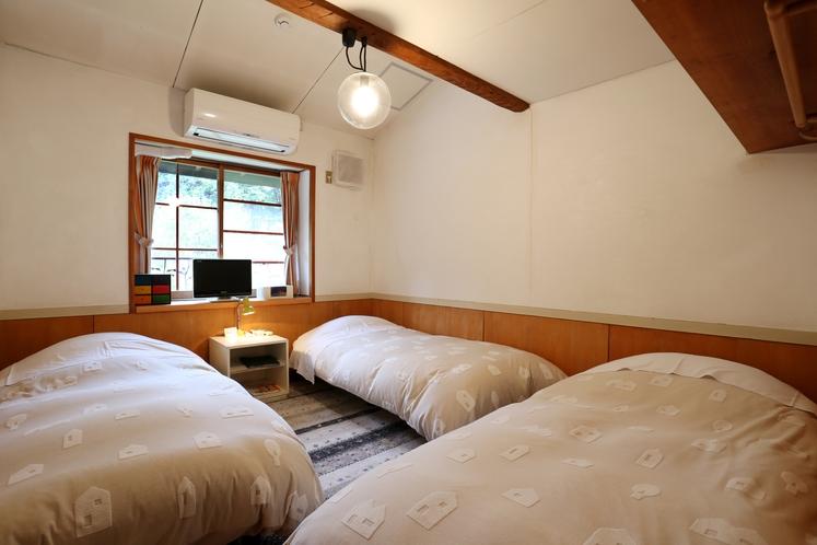 スイートルーム 4名利用時 寝室ベッド3台