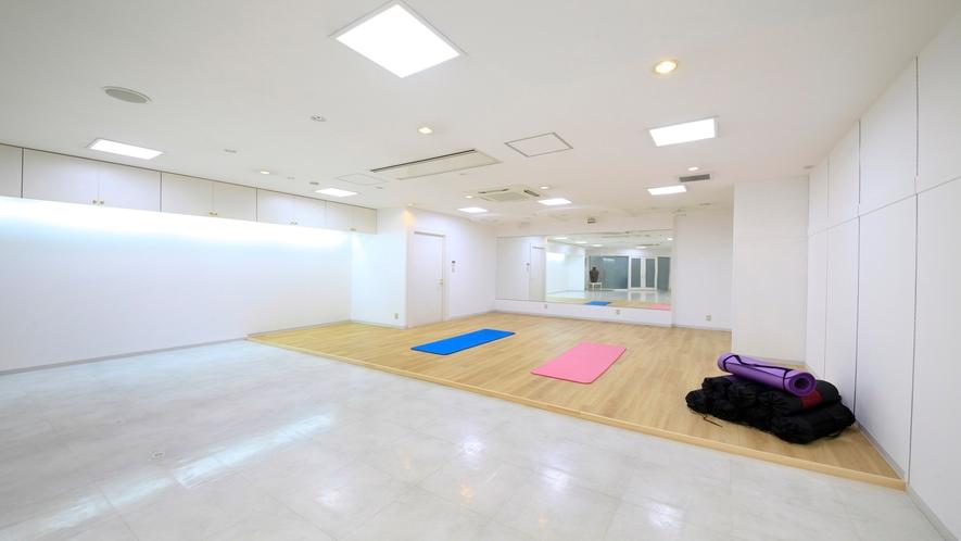 ■「ヨガスタジオ」朝ヨガを体験いただけます。リフレッシュな一日を。