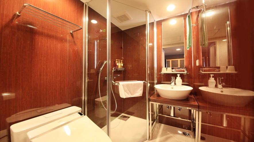 ■「デラックスツイン」シックなシャワールームで気分が上がります。