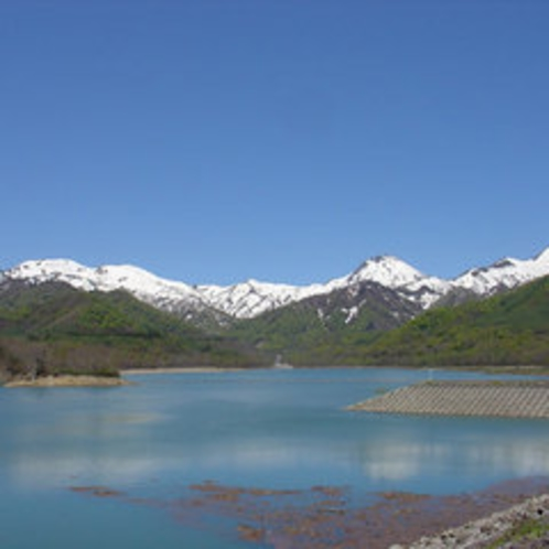 *【乙見湖】妙高系の山々を一望。新緑、秋の紅葉が見事です。