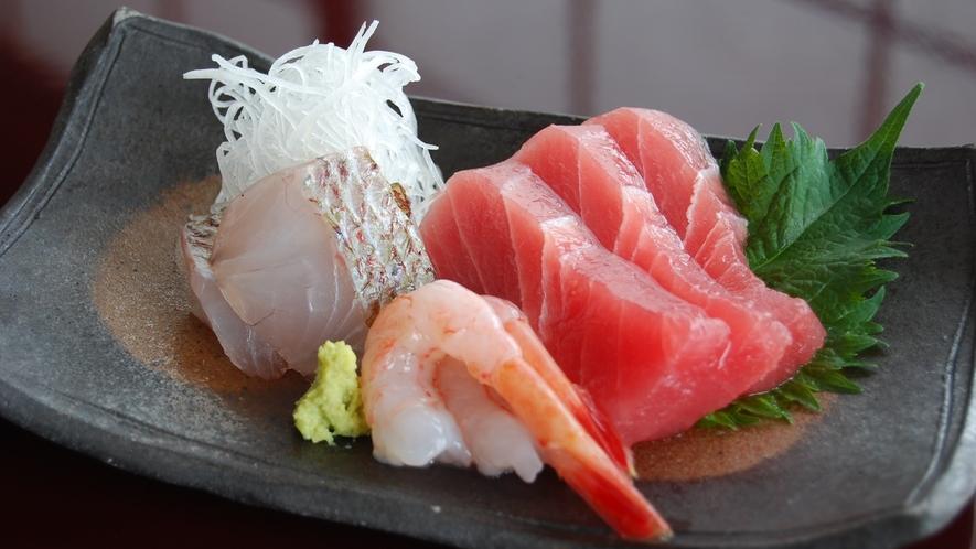*お刺身(一例)山の恵みだけでなく、新潟の新鮮な魚を使った料理もお楽しみいただけます。