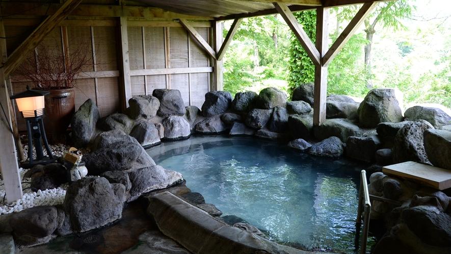香嶽楼のお風呂はあえて小さめに作られています。これは館主こだわりの大きさです。