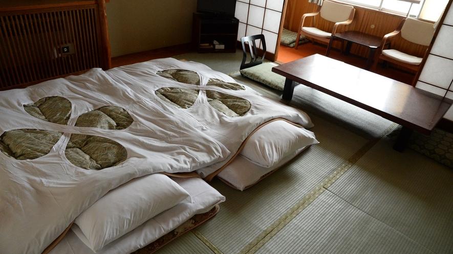 【お部屋一例】文豪たちはこの宿で何を思いながら歌を残したのか。当時の情景に思いを馳せながら。