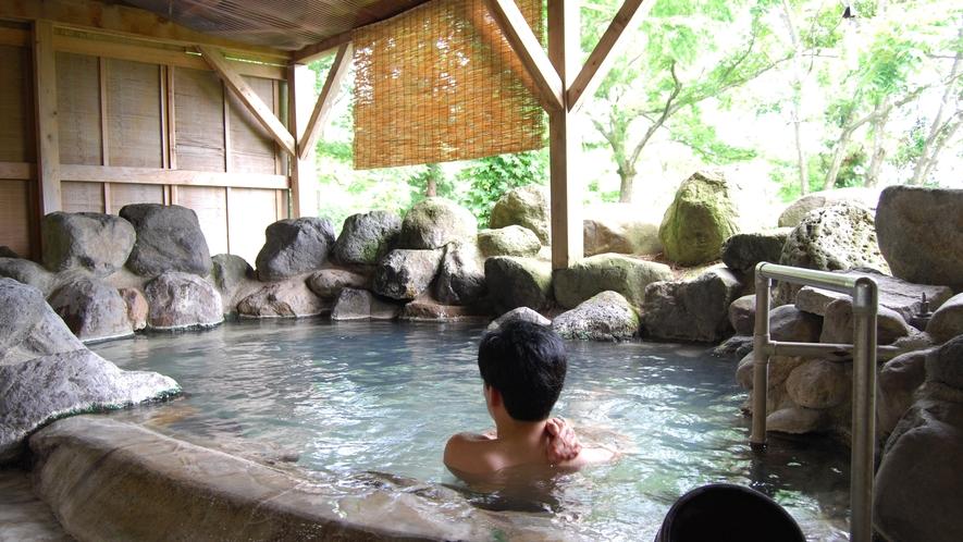 小さめの露天風呂だからこそ、静かな環境に溶け込めるように心を癒すことができます。