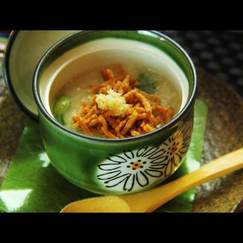 茶碗蒸しには揚げた蕎麦を乗せてあります