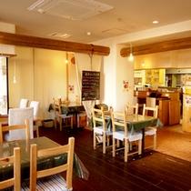 【イタリアン食堂良's】あたたかい雰囲気のオシャレなカフェ風の店内。朝食はこちらでご用意致します。