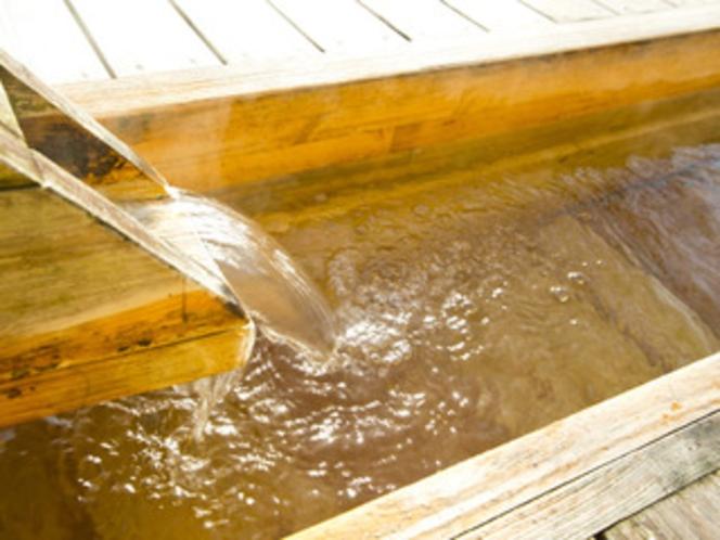 源泉かけ流し 敷地内から自然噴出する天然温泉を100%使用