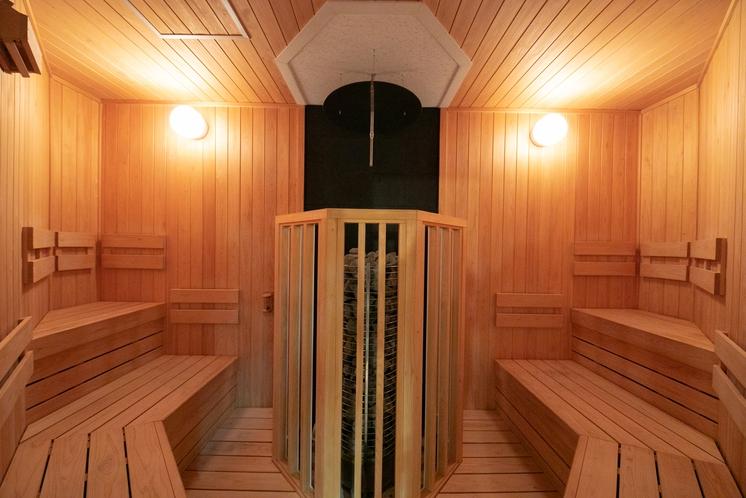 天然ラジウム温泉ロウリュウサウナ ロウリュウの水蒸気を吸うことで免疫力アップの効果も。