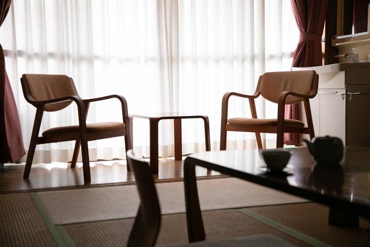 和室 ビジネス利用にも最適なお部屋。落ち着きのある畳敷きで、旅館の雰囲気を満喫。