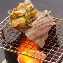 ご夕食の一例(つぶ貝の御神火焼)