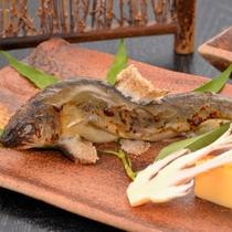 ご夕食の一例(鮎の塩焼)