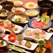 ご夕食の一例(飛騨牛のすき焼き、鮑やわらか煮、特製ロールキャベツなど)