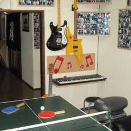 卓球台とキーボード