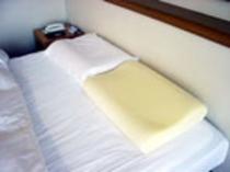 ホテル自慢の低反発枕です。最高に寝心地がいいですよ♪