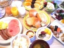 朝食です。どれを食べるか迷ってしまいます。