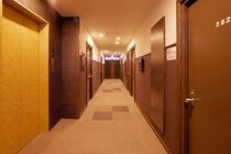 各フロアの廊下