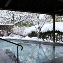 冬の露天風呂は雪見露天風呂をお楽しみ頂けます