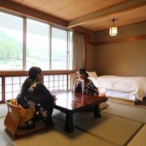 ベッド付和室 8畳+セミダブル(バス・トイレ付)