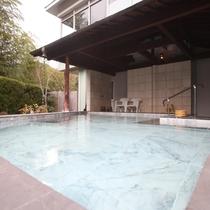 奥津の自然を感じる開放感にあふれる当館自慢の露天風呂