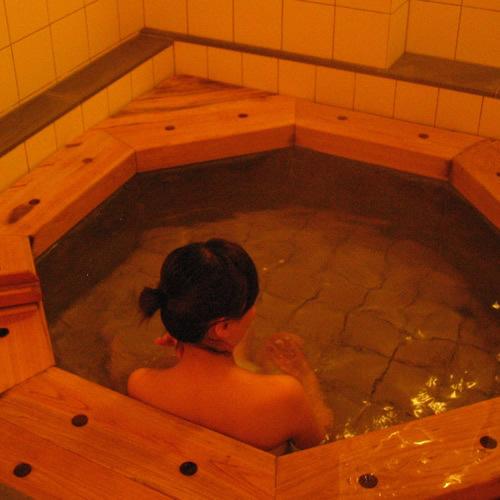 檜を使用し、睡蓮をイメージした貸切風呂☆