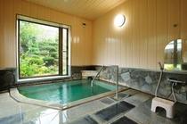 浴室大  お風呂はちょっと小さめですが、純重曹泉のお湯が、かけ流しです