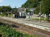 当館からすぐ中山平温泉駅