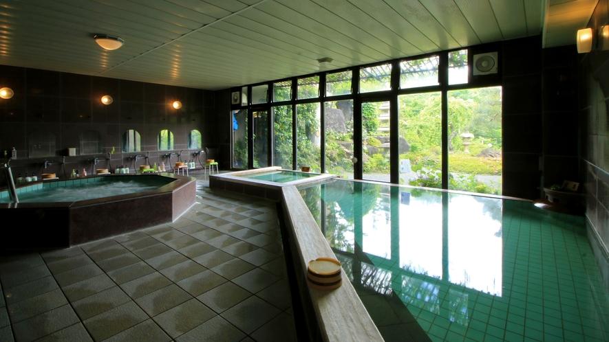 【福寿の湯】さらりとした柔らかい湯触りと肌に優しい泉質。自家源泉100%掛け流しの天然温泉。