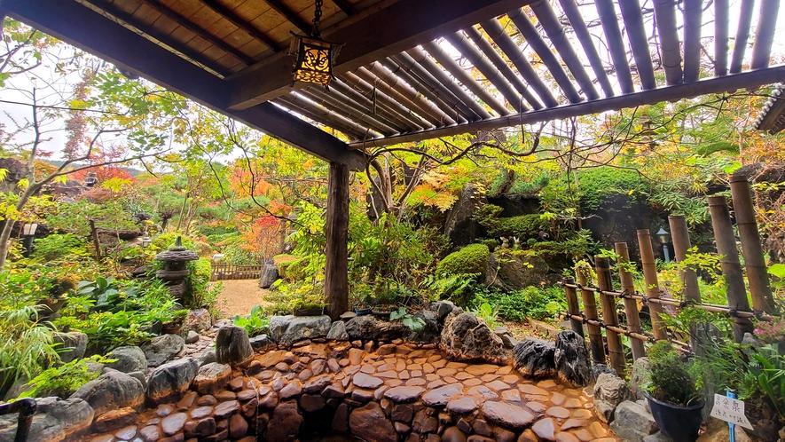 【福寿の湯 露天風呂】季節によって風情を変える、大自然の露天風呂