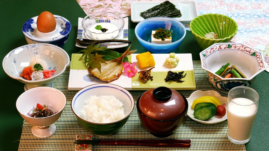 【朝食一例】人気の温泉たまごをはじめ、地元食材をふんだんに使用しております!