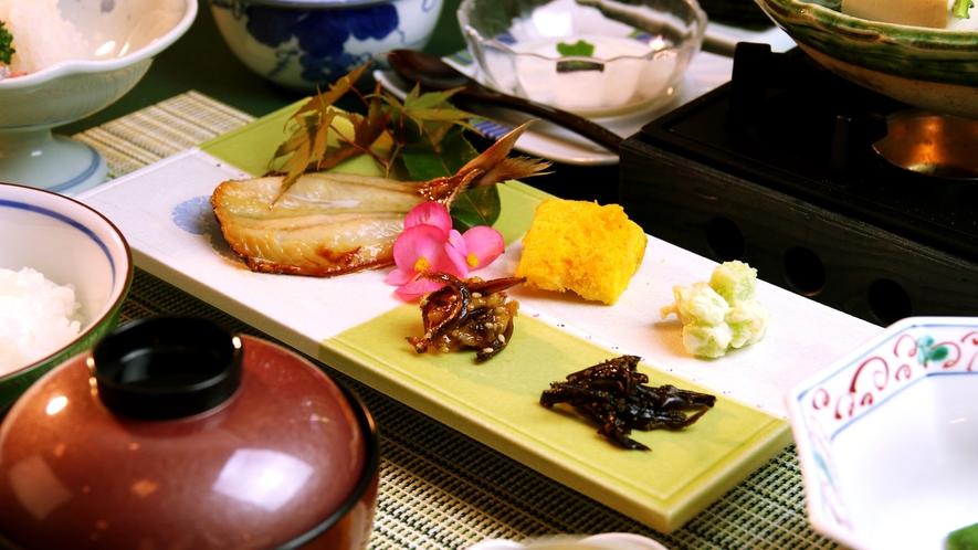 【朝食一例】栄養満点朝ごはん♪地元食材をふんだんに使用しています