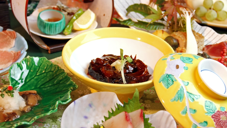 会津の郷土料理鯉のうま煮ははれの日のお祝い膳!旬の会席料理と共にお楽しみ下さい。
