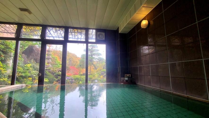 【福寿の湯】秋は色鮮やかな紅葉を眺めながらのんびりと♪