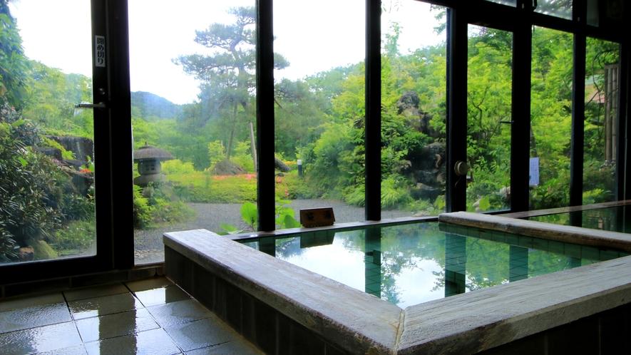 【福寿の湯】体の芯まで温まる「寝湯」は、四季折々の景色を眺めながら…