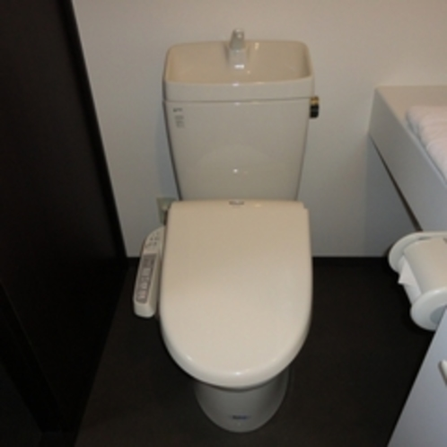 全室、洗浄器付トイレを設置