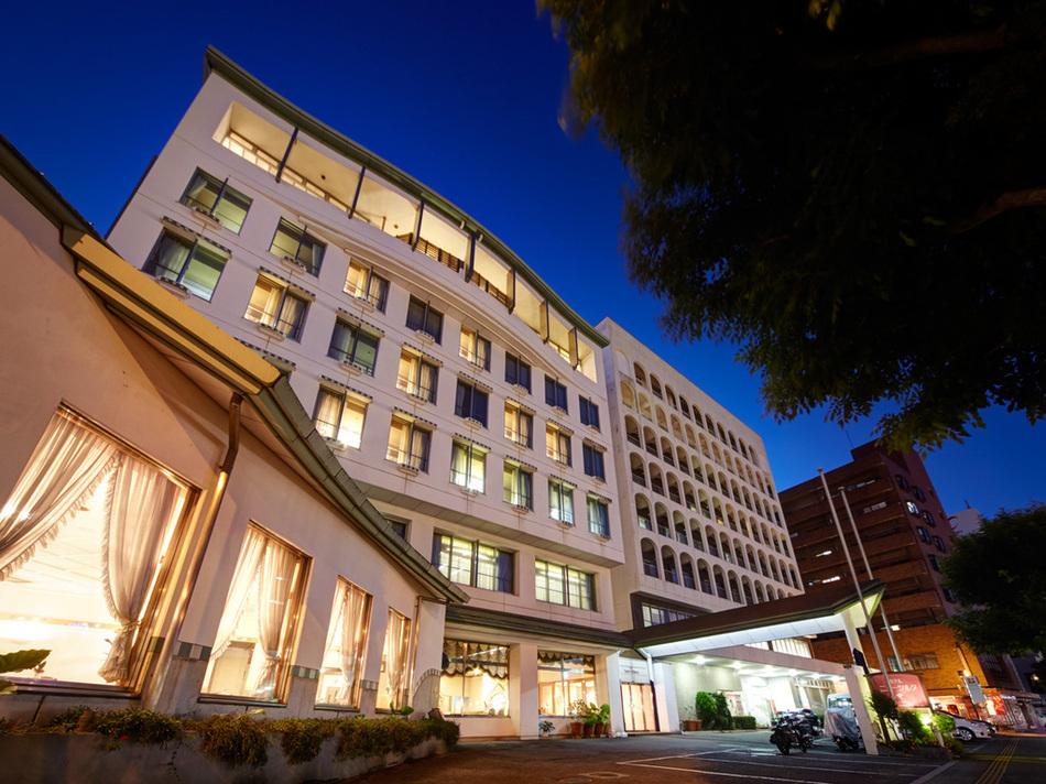 ホテル外観〜夜〜