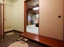 入口・和室スタンダード28平米(山側共用バスルーム)