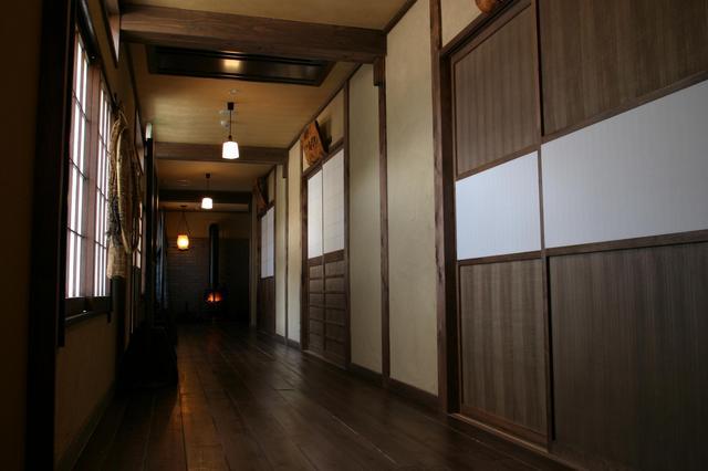 囲炉裏廊下