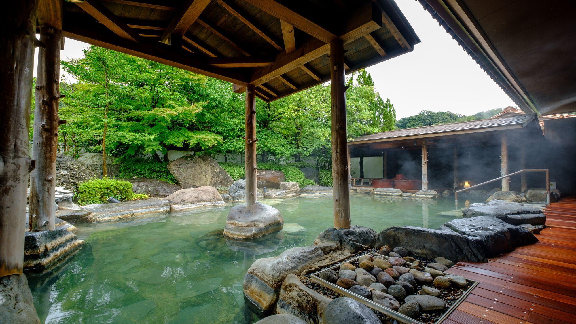 【庭の湯】心酔の湯:日本庭園を眺めながら、四季を楽しむひとときを