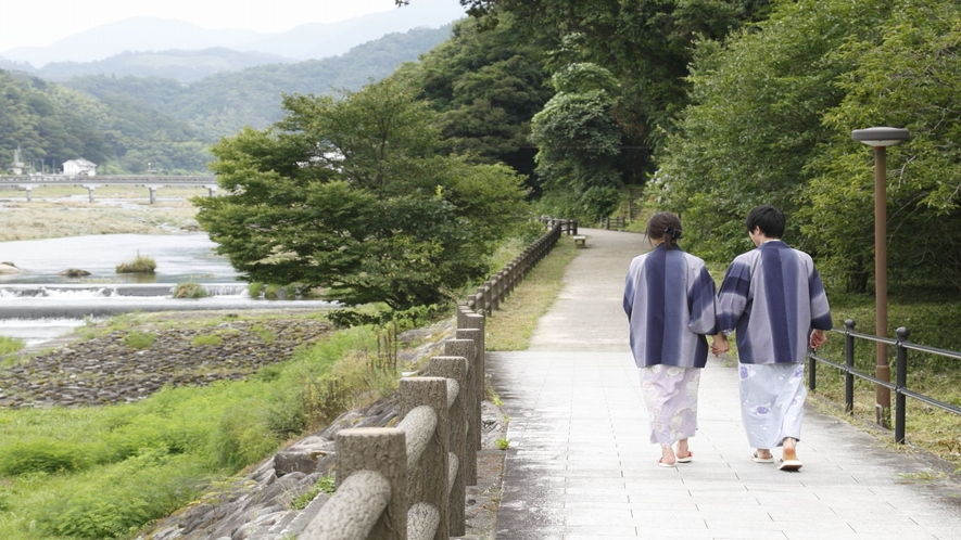 三徳川沿いの散歩道