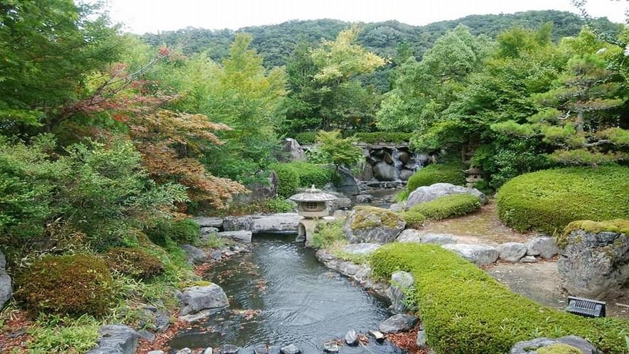 【日本庭園】館内の随所より、それぞれ趣の異なる庭園の眺めを見る事ができます。
