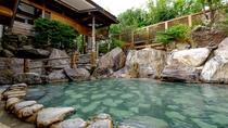 【滝の湯】露天風呂≪かがみの滝湯≫(昼)