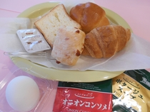 無料朝食・・・パンセット(セレクトスープ付)