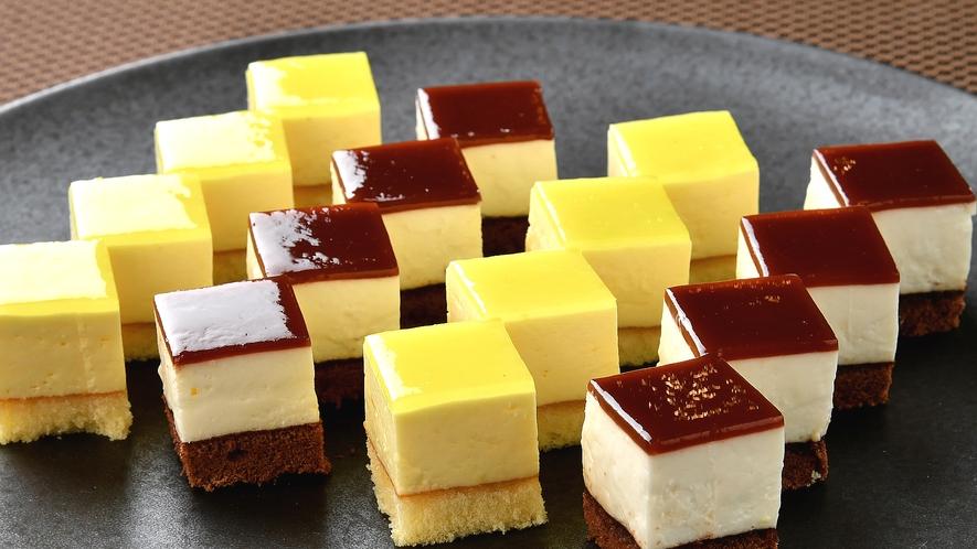 【朝食】食後のデザートにHMIグループオリジナル プチケーキはいかがでしょうか♪