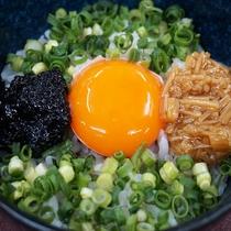 卵かけご飯を自分なりにアレンジ♪ ※具材は日替わりです。