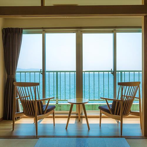 海側和室10畳 瀬戸内海を望む広縁
