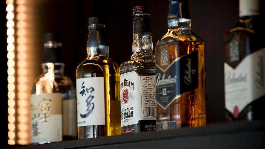 【カフェ・バー】瀬戸内海の夜を愉しむアルコールも種類豊富に揃えています。