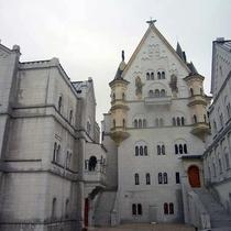 太陽公園にあるノイシュヴァンシュタイン城を真似た白鳥城。場内はトリックアートが楽しめます