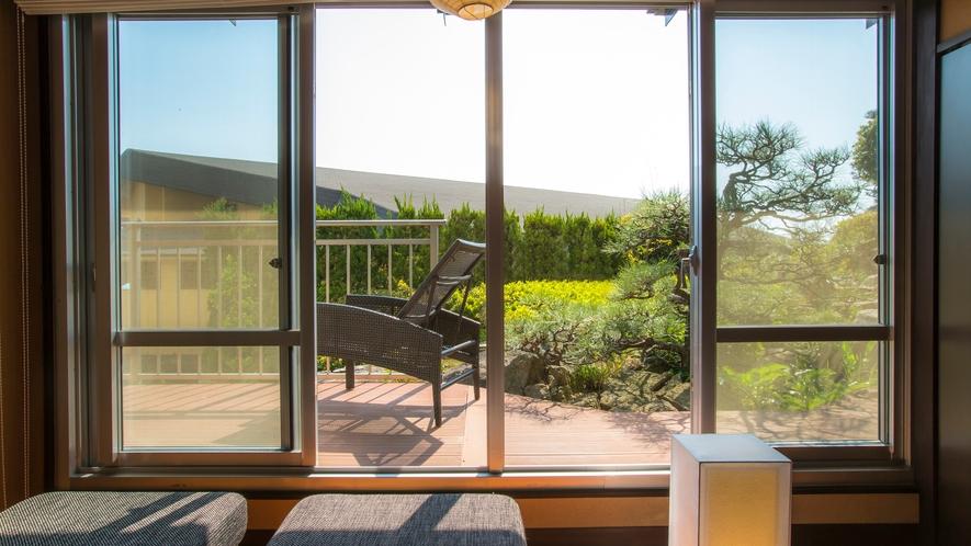 磯浜庭園側客室 デッキテラス
