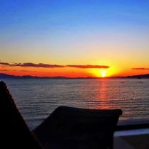 【感動露天風呂付客室『天空』】お部屋から望む夕日は絶景です!